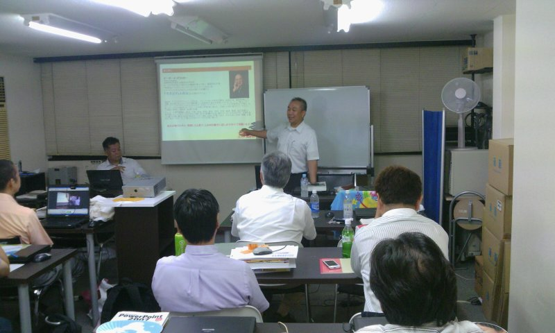 2011年8月定例会杉本会長の写真